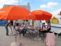 De DOK-crew en de kleur Oranje